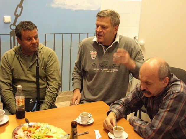 Arno Fišera vsídle YMCA vKrásném Březně debatoval vsobotu sústeckými sociálními demokraty a příčinách volebního výsledku ČSSD vÚsteckém kraji a možnostech, které nabízí.
