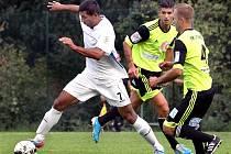 Fotbalisté Neštěmic (bílé dresy) doma podlehli Litvínovu 2:3.