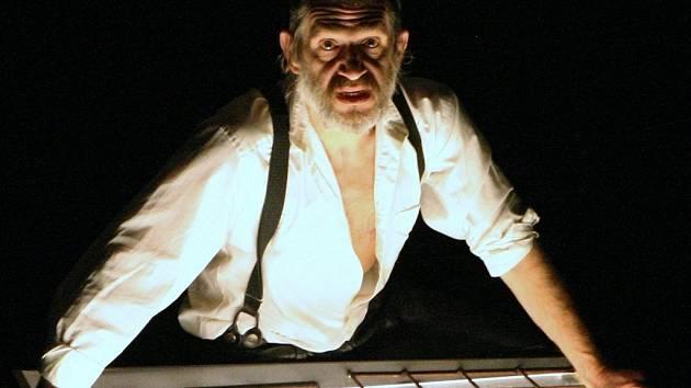 Chudí v Lodži. Mrtví. Jaroslav Achab Haidler v jediné roli monodramatu.