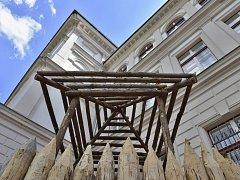 Muzejníci připravili expozici výstavy Staré pověsti české.