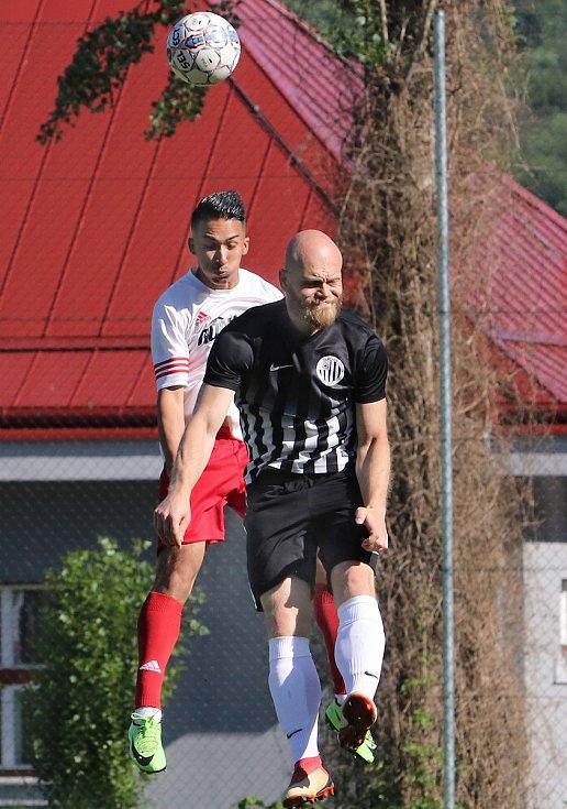 I.A třída. Ústecké městské derby Neštěmice (bíločervení) - Mojžíř (černí) skončilo remízou 2:2, na penalty zvítězilo mužstvo Neštěmic.
