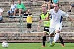 Fotbalisté Neštěmic (bílé dresyú doma porazili Litvínov 2:1.