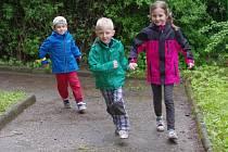 Již třetím rokem běhali malí předškoláci sponzorský běh pro svou školku. Z utržených peněz mají slíbenou bylinkovou zahrádku, kde se naučí rozeznávat jednotlivé byliny.