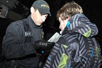 Policisté zkontrolovali v pěti zábavních podnicích na čtyři desítky návštěvníků. Ilustrační foto.