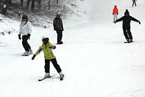 Dobré sněhové podmnky nabízel v neděli 25. ledna skiareál Telnice.