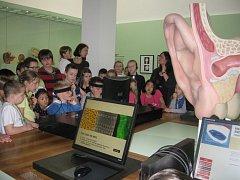 Děti z Petrovic si v drážďanském Muzeu hygieny vyzkoušely, co dokáže lidské tělo.