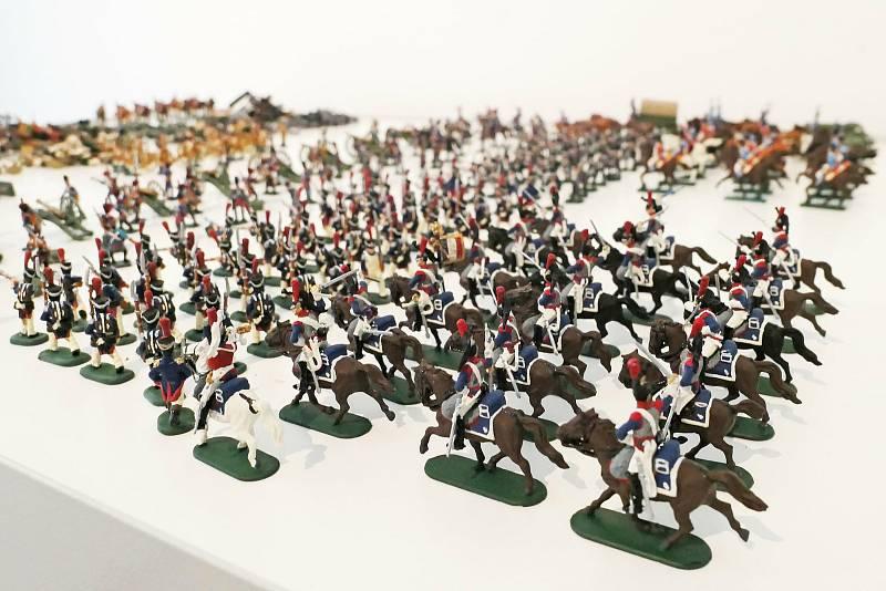 Ústečan Michal Švec, který se od dětství věnuje barvení figurek vojáčků v měřítku 1:72, vystavil ukázku nejrozsáhlejší části své sbírky.