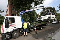 Auta, která brání čištění ulic, musí být odtažena.