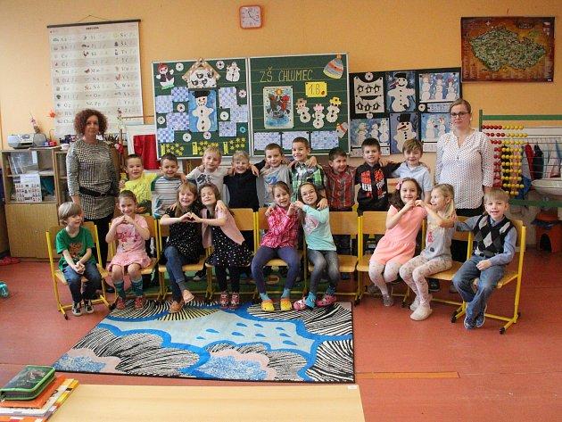 ZŠ Chlumec, 1.B, třídní učitelka Ivana Kislingerová (na snímku vlevo) a asistentka pedagoga Iva Zelenková (vpravo).