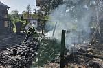 Požár pergoly s dílnou v Církvicích