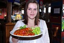 Tak jako každý čtvrtek se i tento týden vařilo podle čtenářů Ústeckého deníku. O menu Deníku byl v restauraci Sport Pub Zlatopramen zájem.