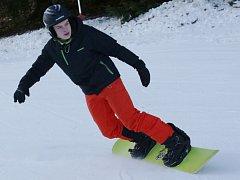 Ski areál Telnice přivítal o víkendu první milovníky lyžování.