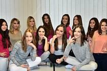 Účastnice základního kola soutěže Dívka Talent 2017.