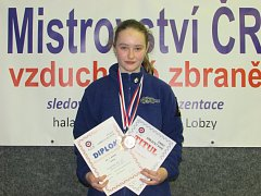 Střelkyně Adéla Bláhová má zlato z Mistrovství ČR.