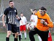 Fotbalisté Mojžíře (v černém) hostili v derby Střekov. Foto: Deník/Rudolf Hoffmann