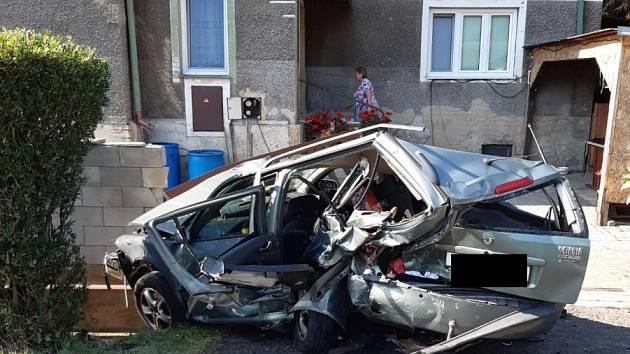 Dopravní nehoda u Povrlů mezi Ústím a Děčínem.