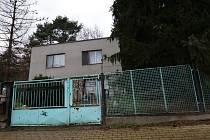 Dům v Mojžíři, kde mělo na Štědrý den dojít při rodinné hádce k pokusu o vraždu.