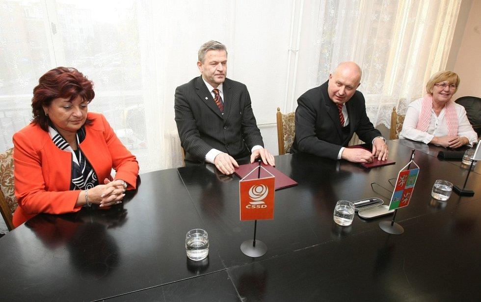 Dokument, který obě strany podepsaly, stále neobsahuje jména nových krajských funkcionářů.