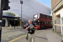 Kaplického Selfridges je chlouba města Birmingham, říká cestovatel Dostálek.