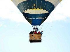 Přelet balonu nad Ústím.