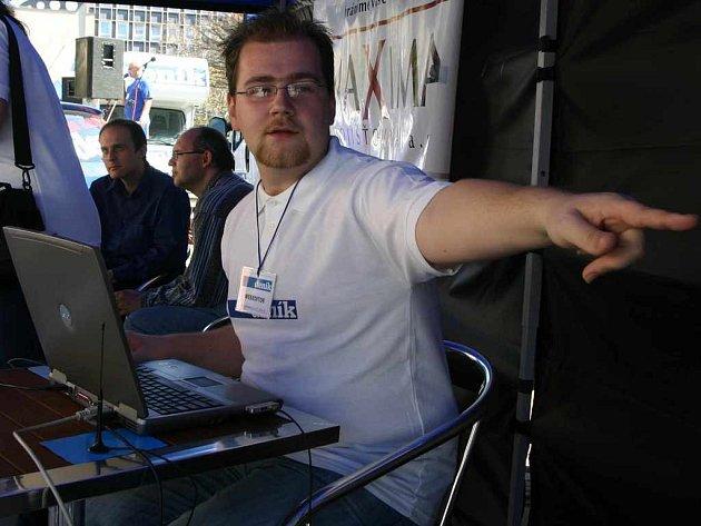 Webeditor Deníku Filip Vlček vysvětluje, jak se zpracovávají webové stránky