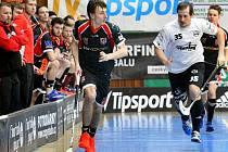 Florbalové utkání Ústí (v tmavém) proti Liberci