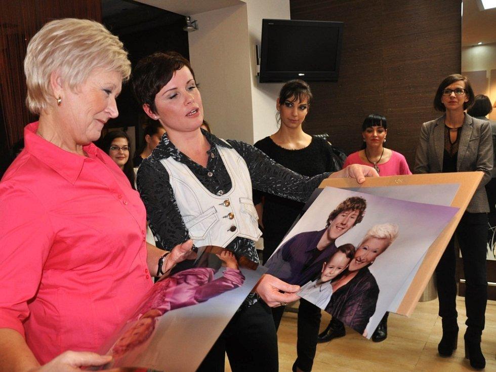 Vítězka Helena Stesková s fotografkou Martinou Havlíkovou.