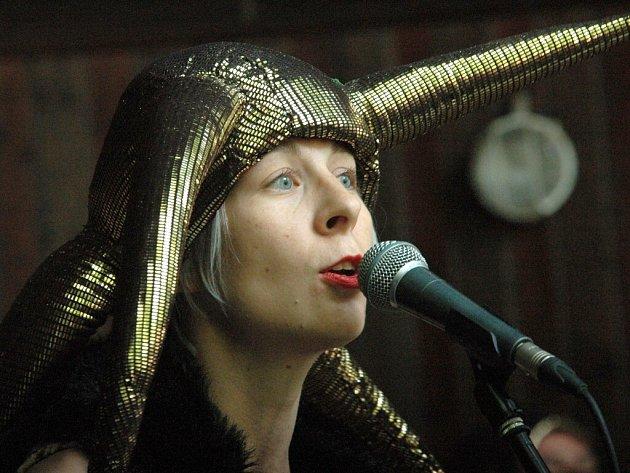 Olga Königová, zpěvačka, ex studentka ústecké univerzity.