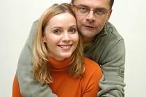 Roman Štolba v Rodinných poutech s kolegyní – herečkou a přítelkyní Markétou Plánkovou, s níž má dceru Agátu.
