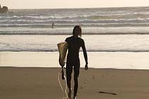 Pláž na Novém Zélandu, na které Deli zjistil, že se surfování chce věnovat naplno.