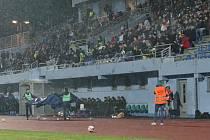 Tribuna Městského stadionu, plyšákománie 2019. Utkání Ústí nad Labem (v modrobílém) proti Hradci Králové. Kam za sportem ilustrační