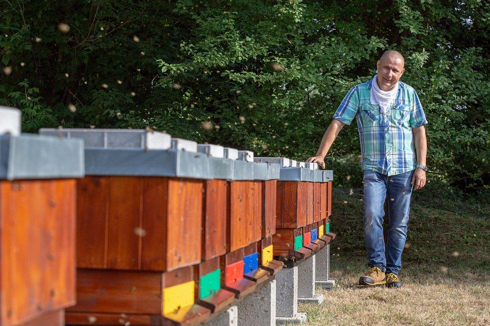 Včelař UJEP Augustin Uváčik