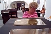 Příprava výstavy v zubrnickém kostele