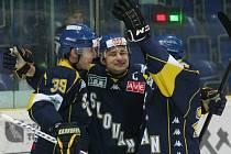 Ústečtí hokejisté (modré dresy) doma porazili Jihlavu 4:2.