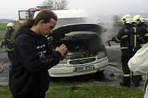 Jednotka profesionálních hasičů u Strážek likvidovala požár v motorovém prostoru dodávky.