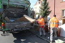 Na svoz velkoobjemového odpadu je třeba speciální nákladní vůz.