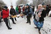 Asi pět desítek aktivistů, kteří na protest proti válce v Sýrii jdou z Berlína do Halabu (Aleppa), dorazilo dnes dopoledne do České republiky. České hranice překročili v Petrovicích.