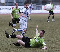 Fotbalisté z Ústí nad Labem (v bílém) hostili v neděli na svém stadionu fotbalisty z Mostu.