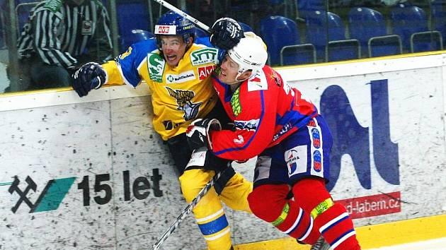 Ústečtí hokejisté se po domácím střetnutí s Třebíčí představí na ledě Tábora.