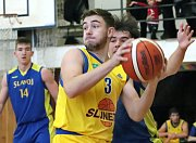 Basketbalisté Slunety USK Ústí n. L. (ve žlutém) porazili ve 12. kole 2. ligy basketbalistů konkurenční Litoměřice B 82:55.