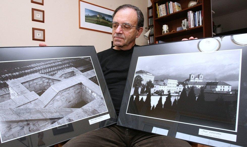 Tématem výstavy Návraty jsou litoměřická zákoutí dva z těchto snímků Petr Hermann ukazuje.