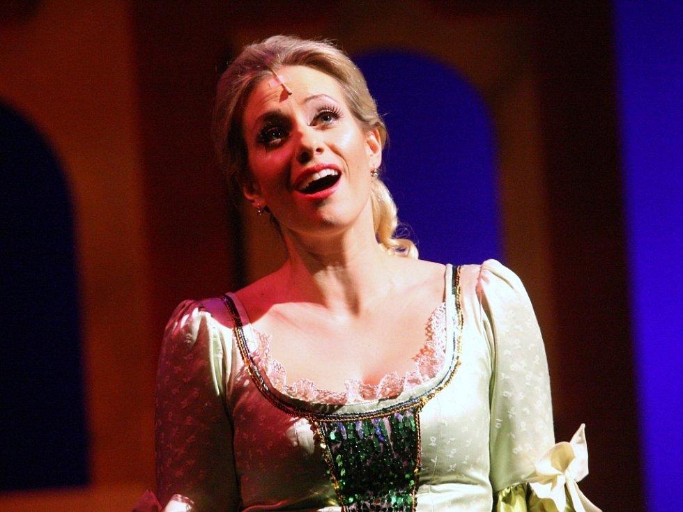Na operetu Růže z Argentiny zve Severočeské divadlo.