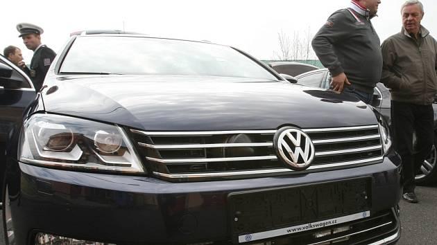 Lovec přestupků dálniční policie v Ústí n. L., Volkswagen Passat při představení veřejnosti v roce 2012.