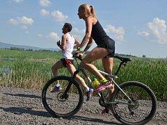 Běžecký závod u jezera Milada.