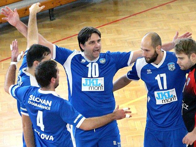 Volejbalisté Chabařovic vyhráli ve druhé lize už pět zápasů v řadě a opět mají důvody k radosti.