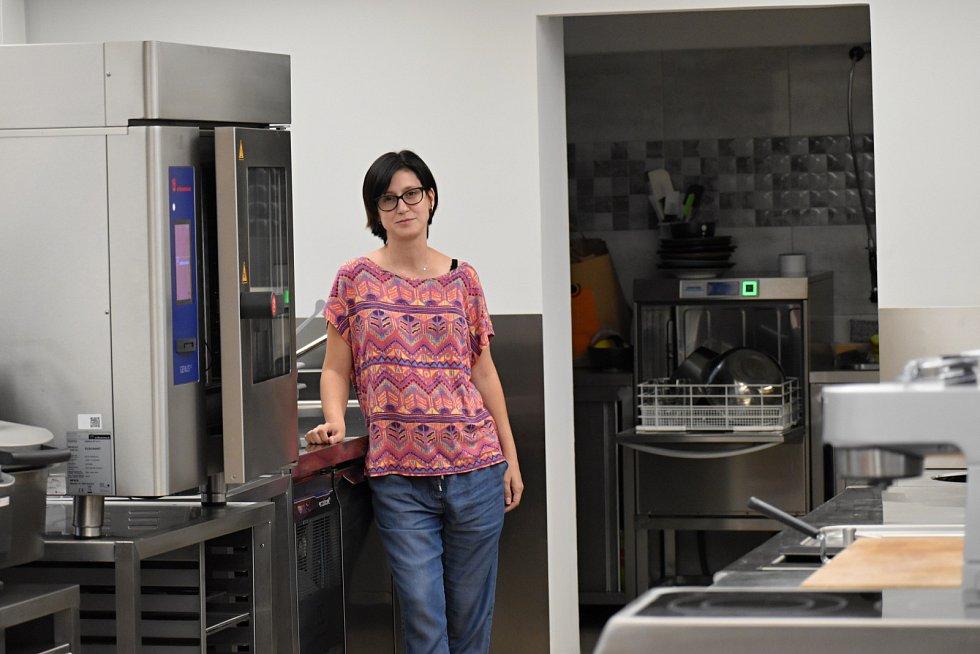 Kurzy vaření pro děti pořádají v Ústí v profi kuchyni, organizuje je Lucie Němcová.