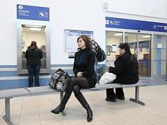 Bez omezení opět začala sloužit cestujícím odbavovací hala hlavního nádraží Českých drah.