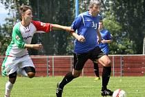 Fotbalisté Chuderova (modří) doma porazili Střekov B 4:1.