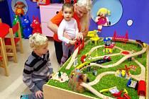 V dětském koutku v obchodním centru Forum jsou připraveni na malé i větší děti.