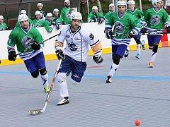 Ústečtí hokejbalisté doma prohráli s Plzní (zelení) a sérii ztratili 0:3 na zápasy.